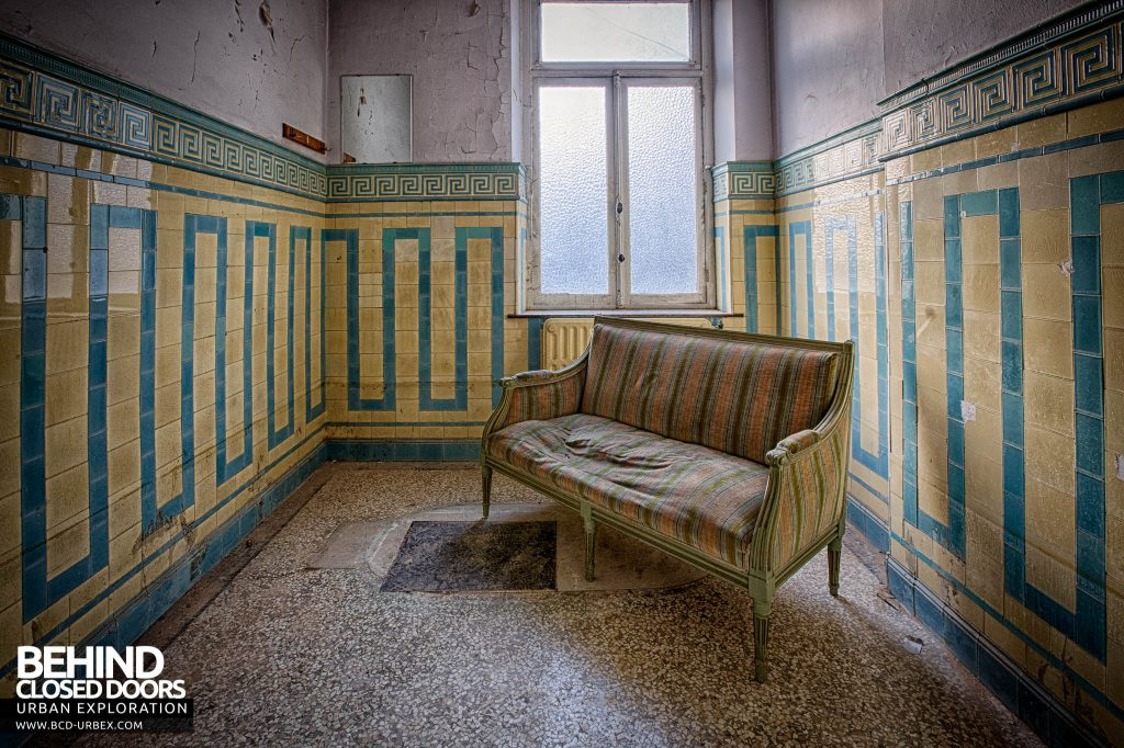Alla Italia, Belgium - Sofa in a tiled room