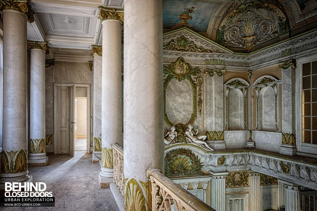 Alla Italia, Belgium - Upstairs in the entrance hall