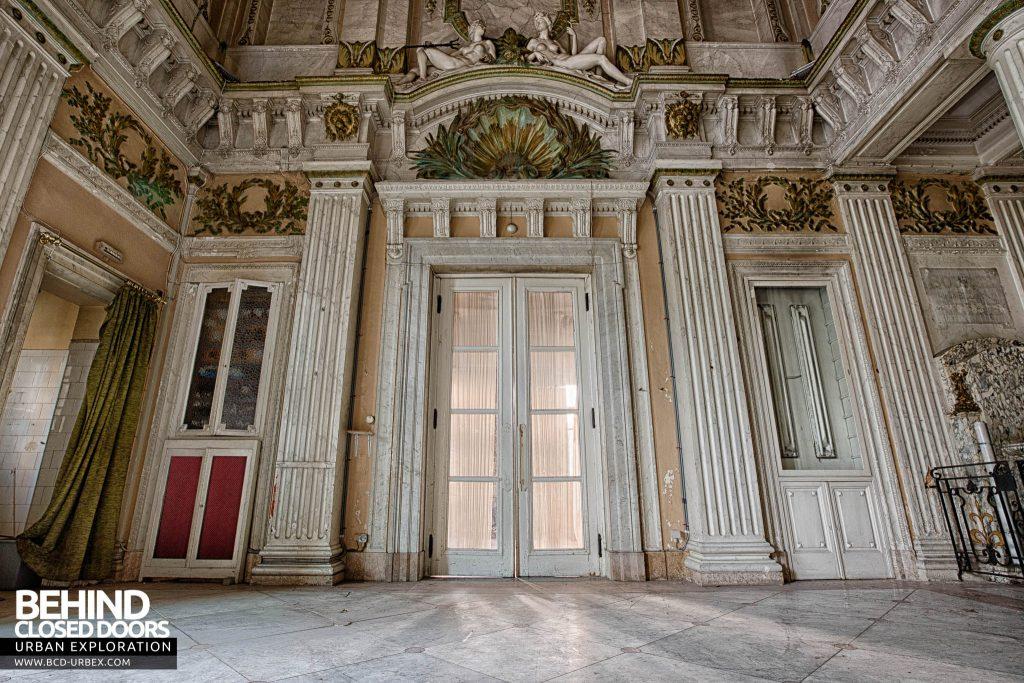 Alla Italia, Belgium - Doors and details