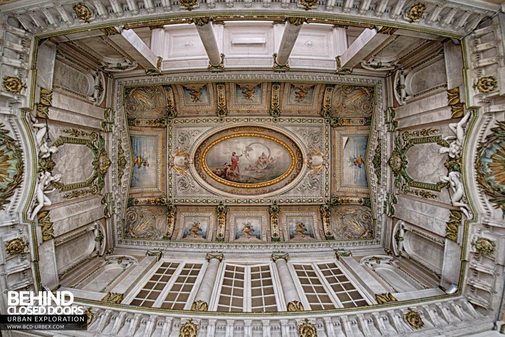 Alla Italia, Belgium - Looking up at the stunning ceiling