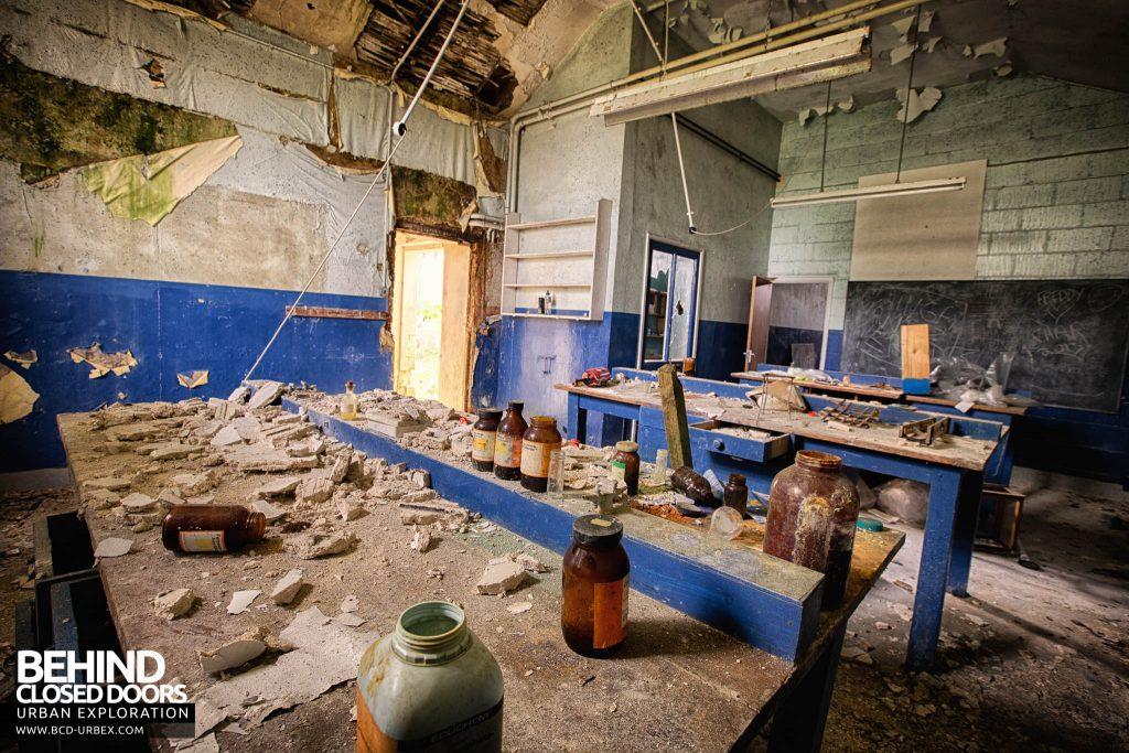 Crookham Court - The science lab