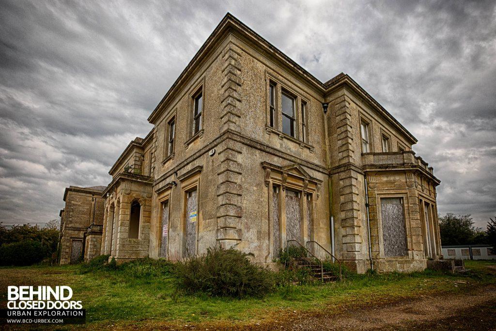 Crookham Court - External