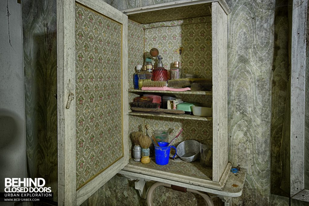 Little Green House - Items in the bathroom cabinet