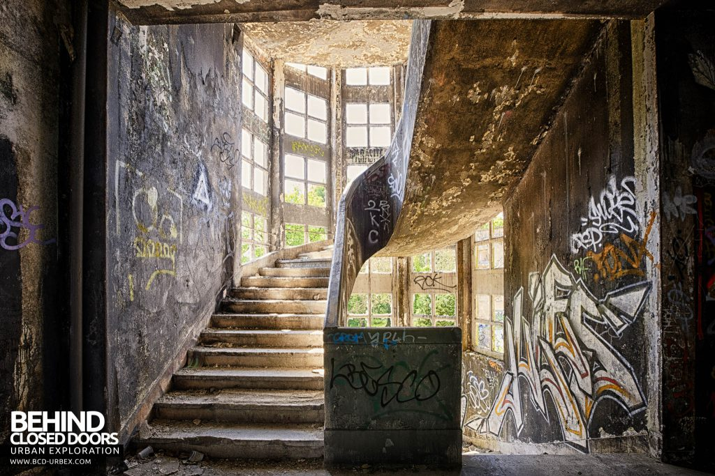 Sanatorium d'Aincourt - One of the two large staircases