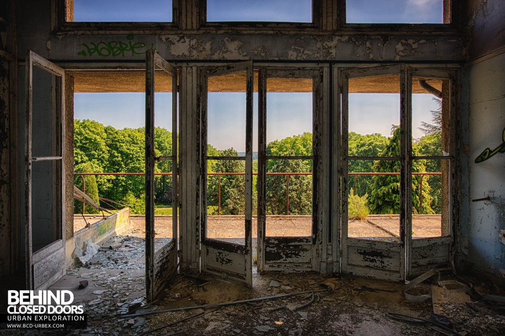 Sanatorium d'Aincourt - Doors onto the open terrace