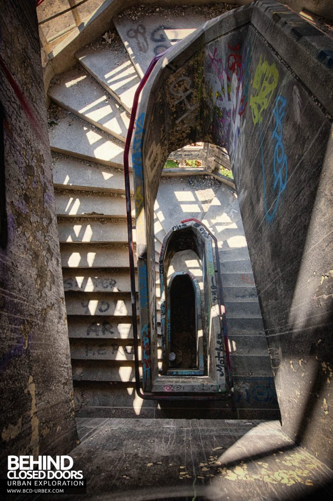 Sanatorium d'Aincourt - View down the stairs