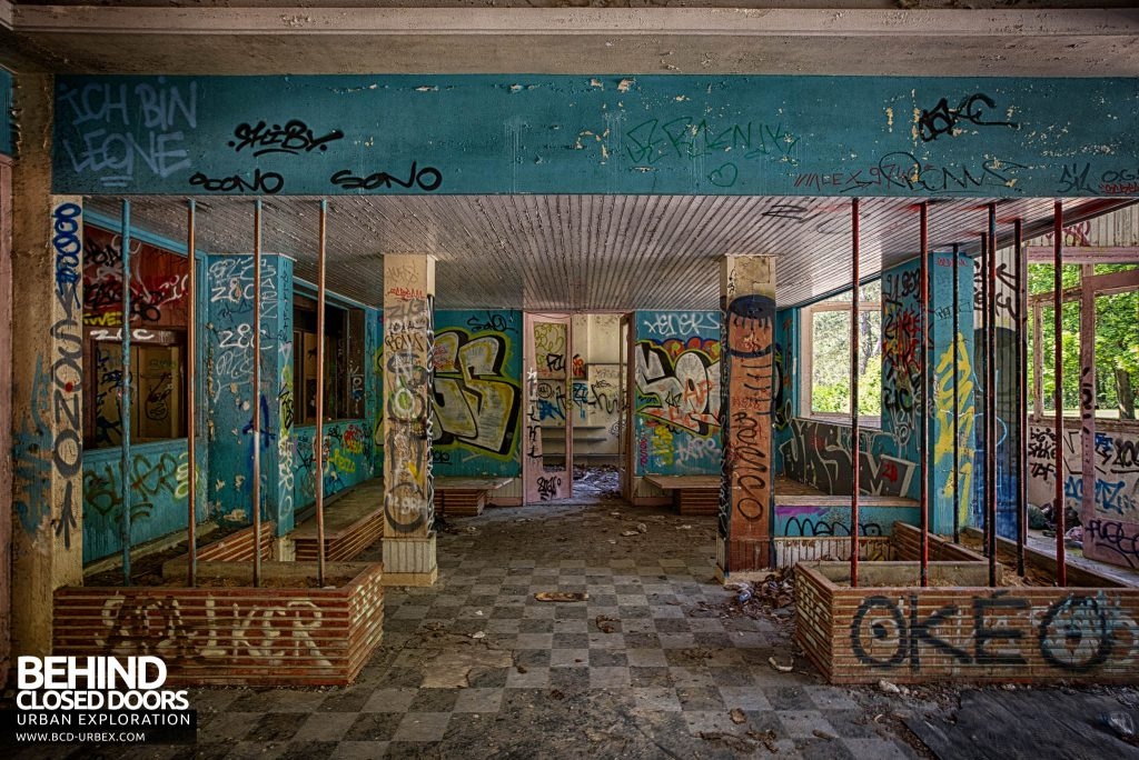 Sanatorium d'Aincourt - Waiting area