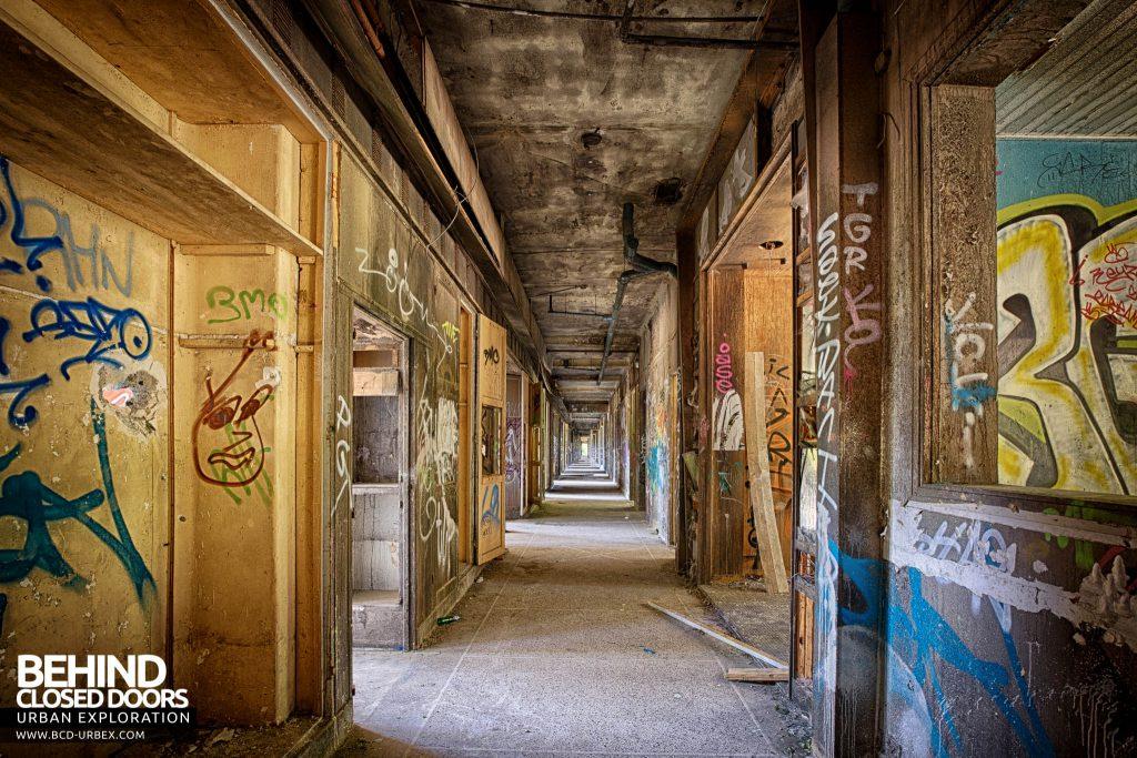Sanatorium d'Aincourt - View down a corridor