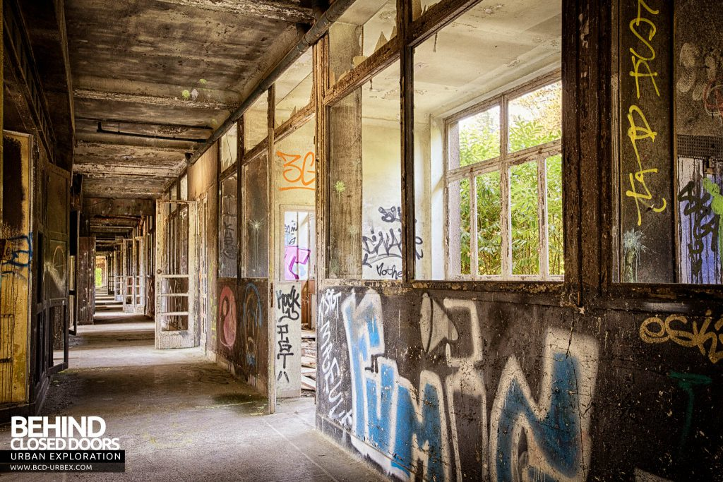 Sanatorium d'Aincourt - One more corridor