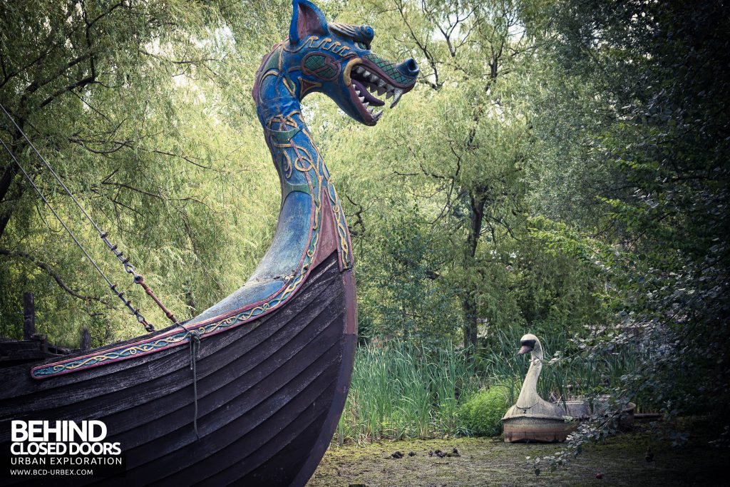 Spreepark Theme Park - Dragon ship and swan ride