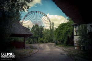 Spreepark Theme Park - Wheel and Buildings