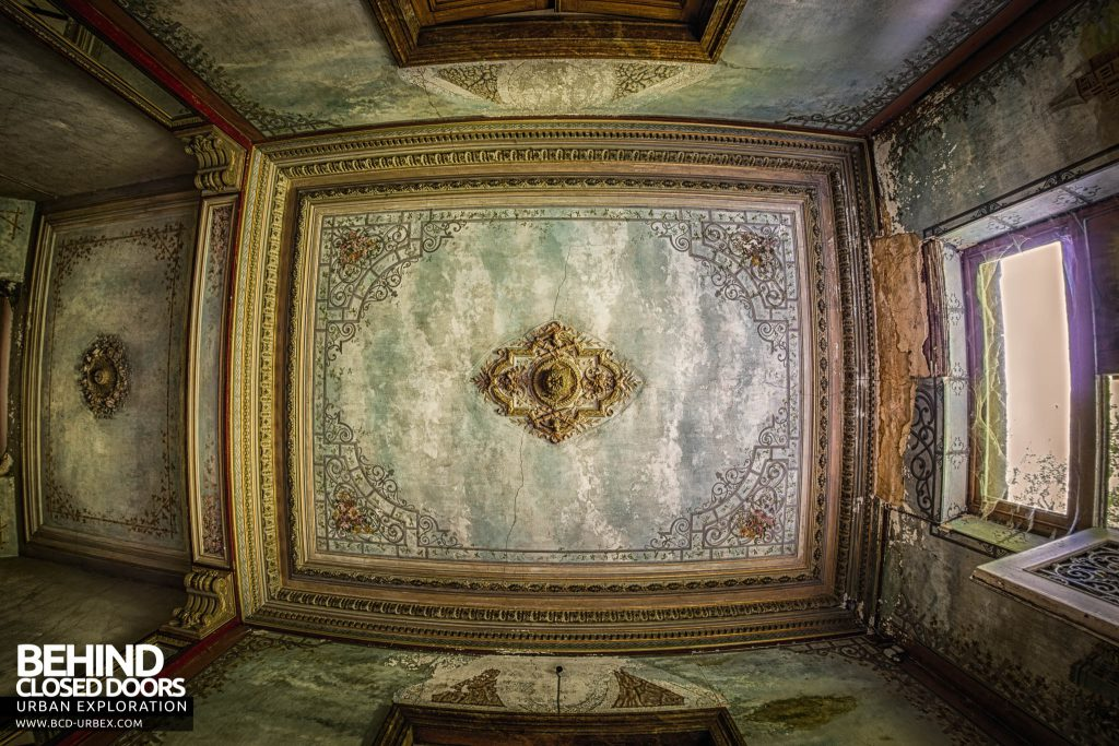 Chateau D'Ah - Ornate ceiling in the entrance hall
