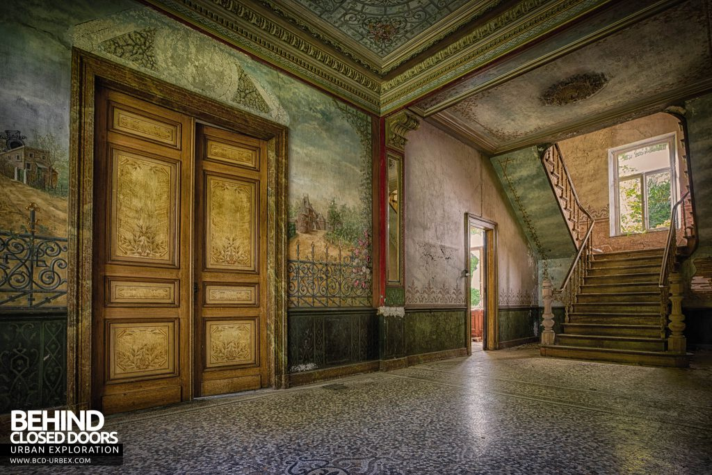 Chateau D'Ah - The entrance hall with amazing murals