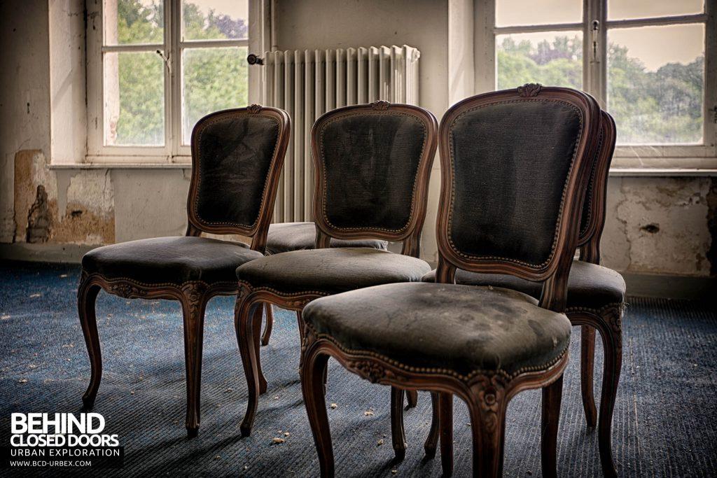 Chateau de la Chapelle - Some more chairs