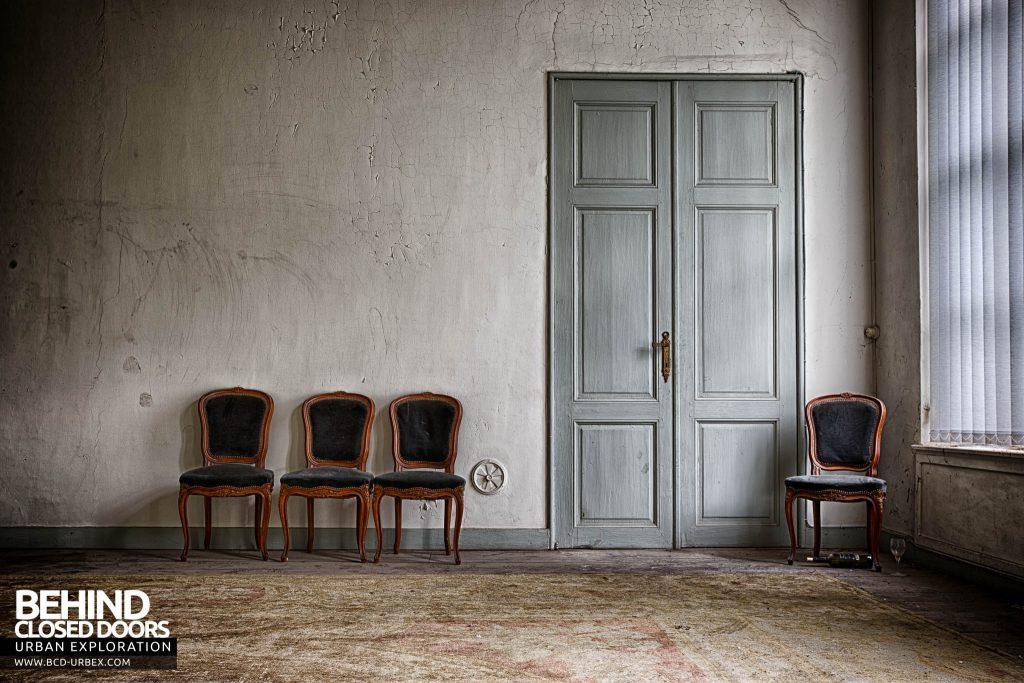 Chateau de la Chapelle - The lone drinker's chair