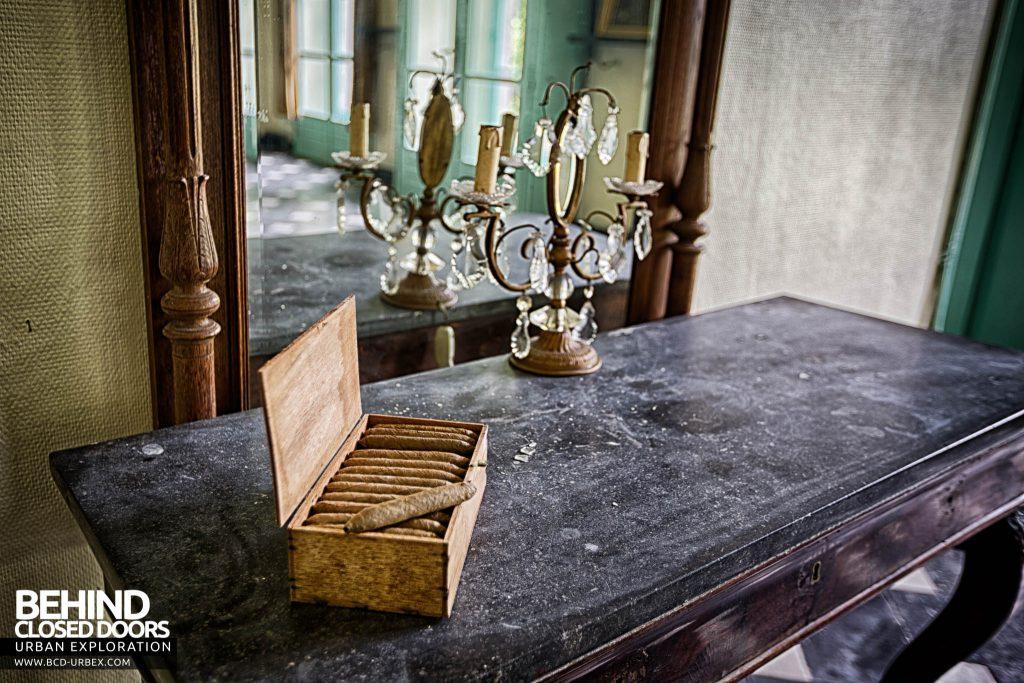 Chateau de la Chapelle - Cigars on the side table