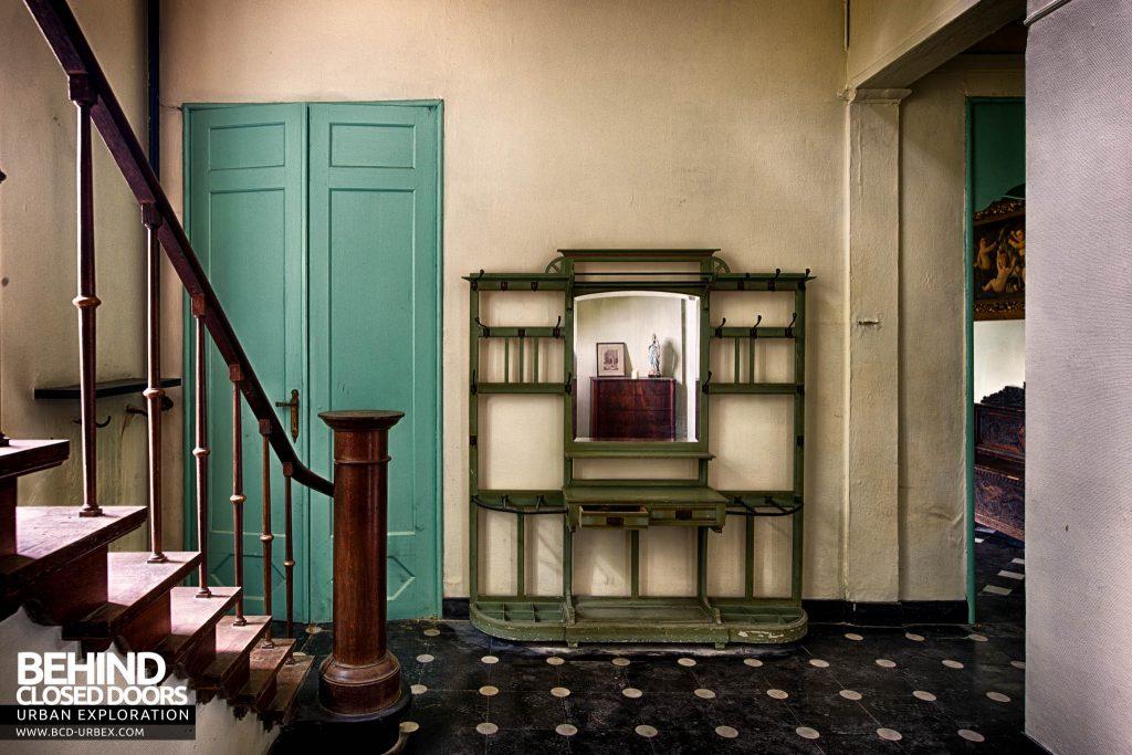Chateau de la Chapelle - Hallway next to staircase