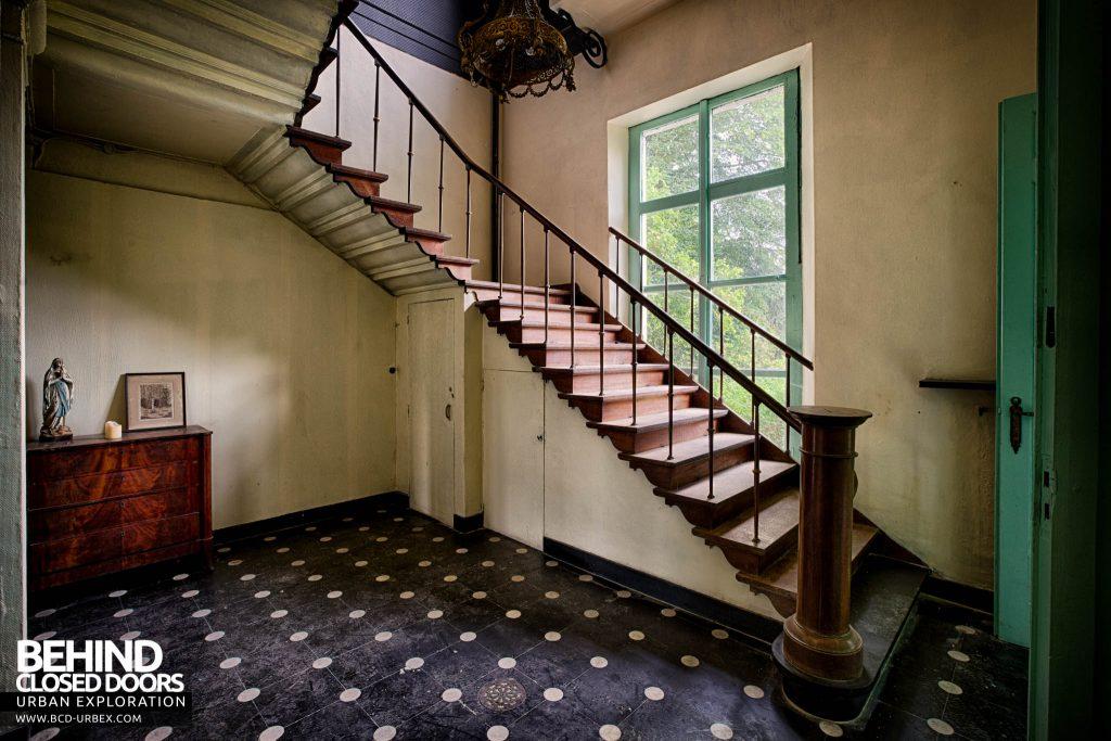 Chateau de la Chapelle - The staircase