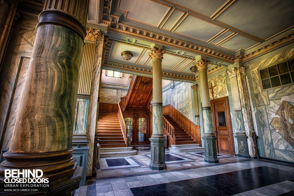 Château JM - Grand Staircase
