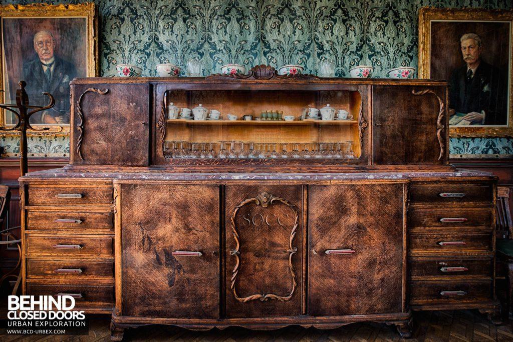 Château JM - Sideboard cabinet detail