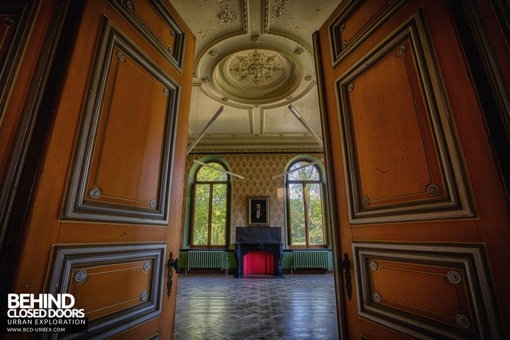 Château JM - Through the doors