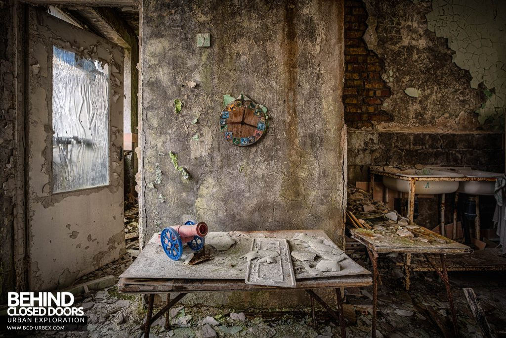 Pripyat Schools and Nurseries - Clock on a wall in nursery