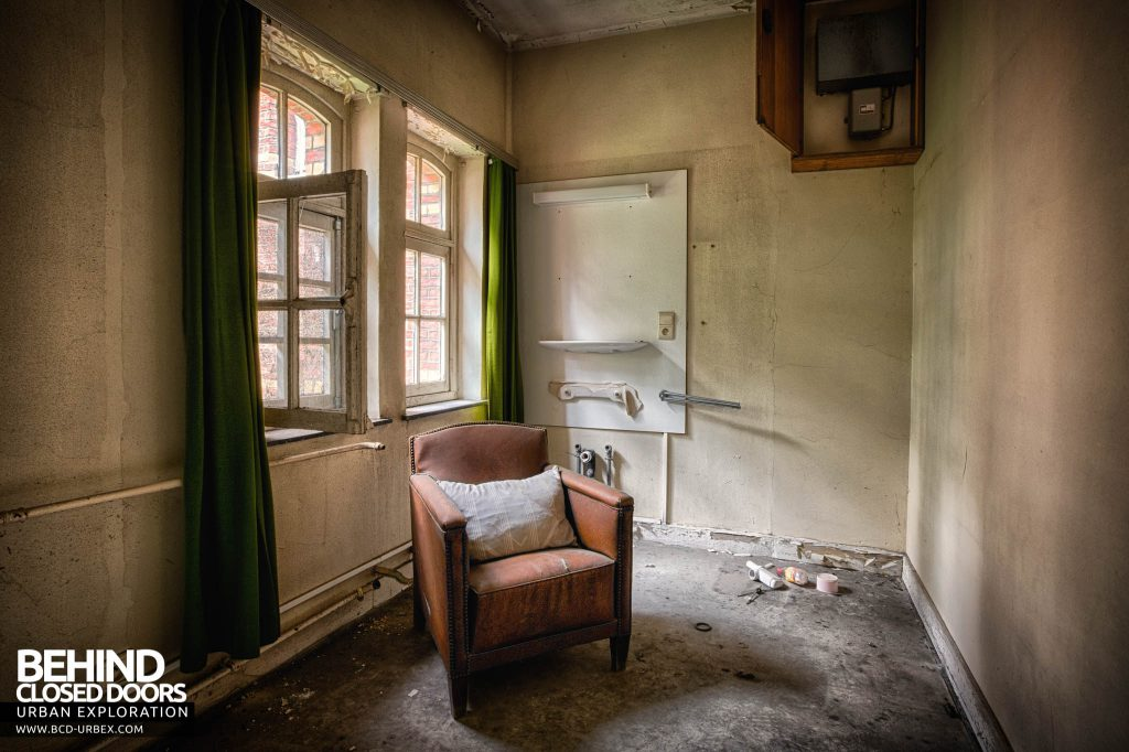 Salve Mater Psychiatric Hospital - Chair in a room