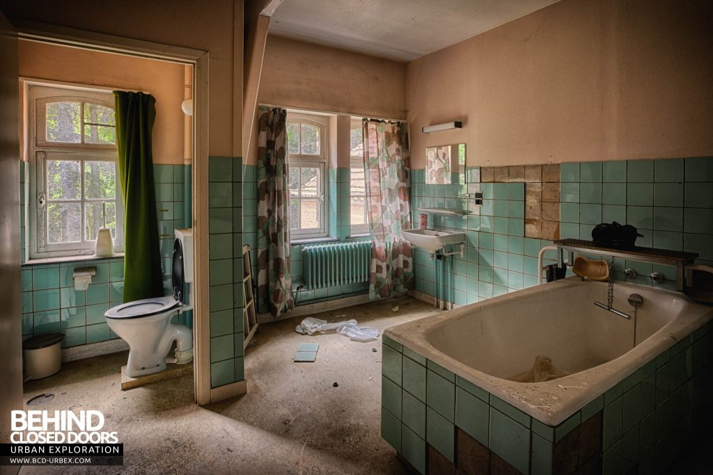 Salve Mater Psychiatric Hospital - Another bathroom