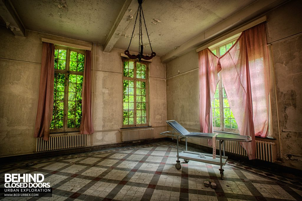 Salve Mater Psychiatric Hospital - Stretcher inside the hospital