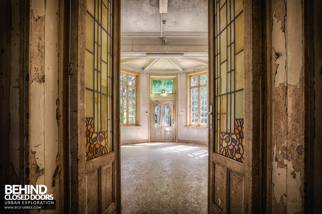 Salve Mater Psychiatric Hospital - Looking through the doors of a conservatory style room