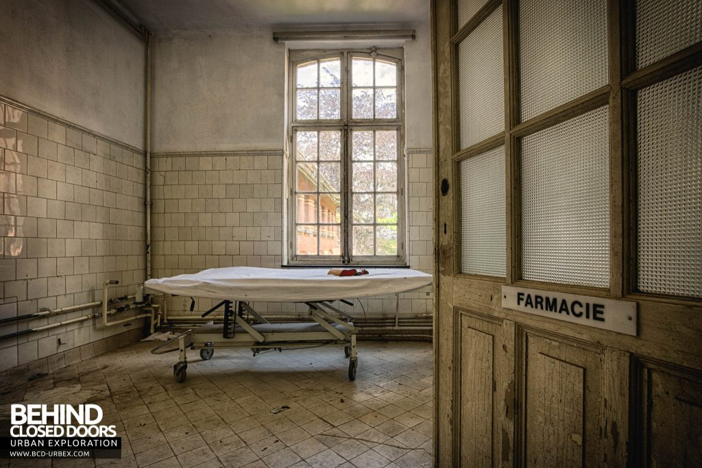 Salve Mater Psychiatric Hospital - A stretcher in a pharmacy room, for some strange reason
