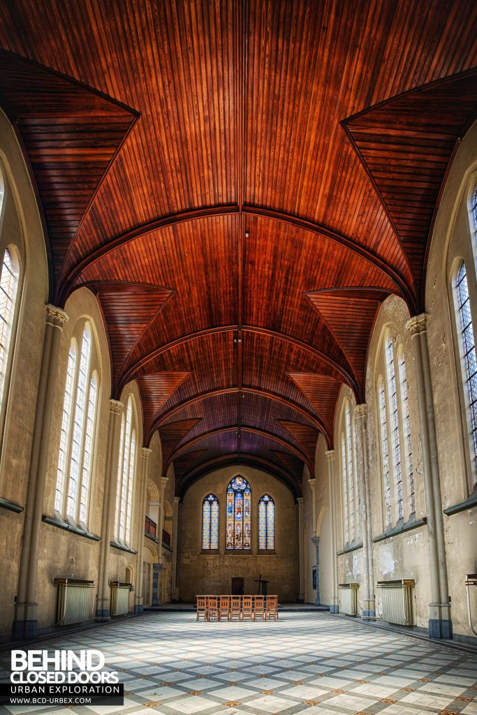 Salve Mater Psychiatric Hospital - Taller view inside the chapel