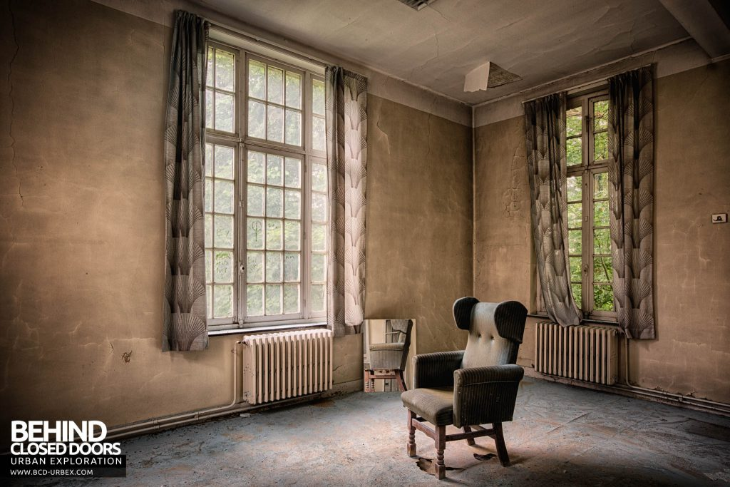 Salve Mater Psychiatric Hospital - Comfy looking chair in a room of pastel browns