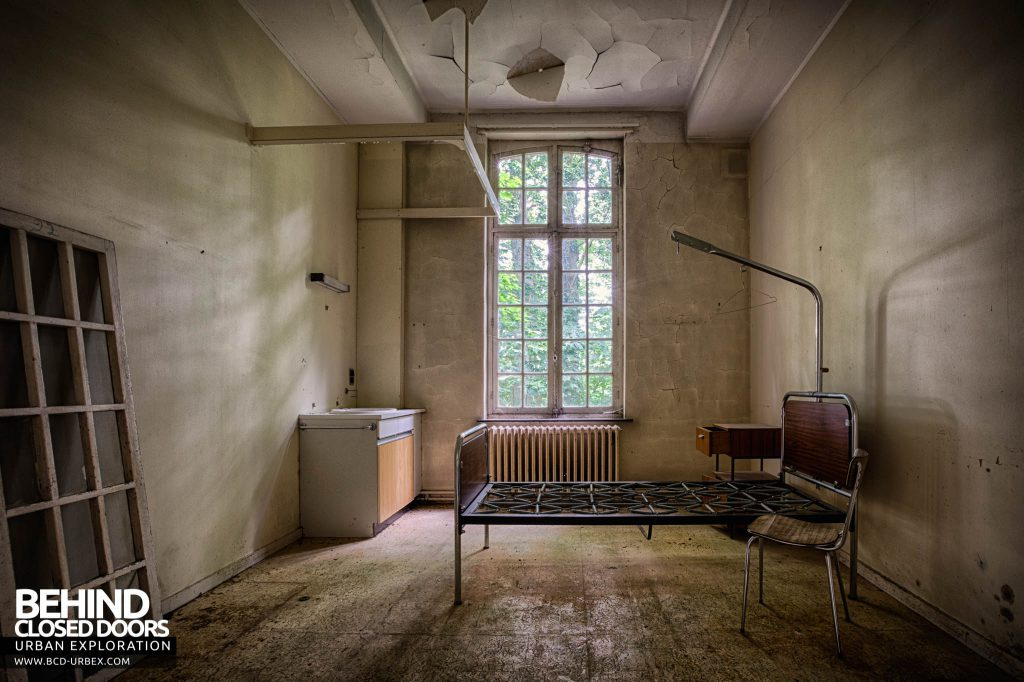 Salve Mater Psychiatric Hospital - Another room with a bed frame