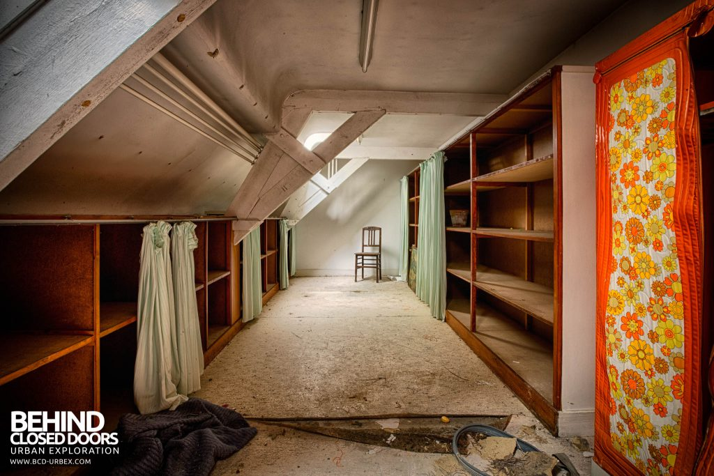 Salve Mater Psychiatric Hospital - Long dressing room with retro seventies styling