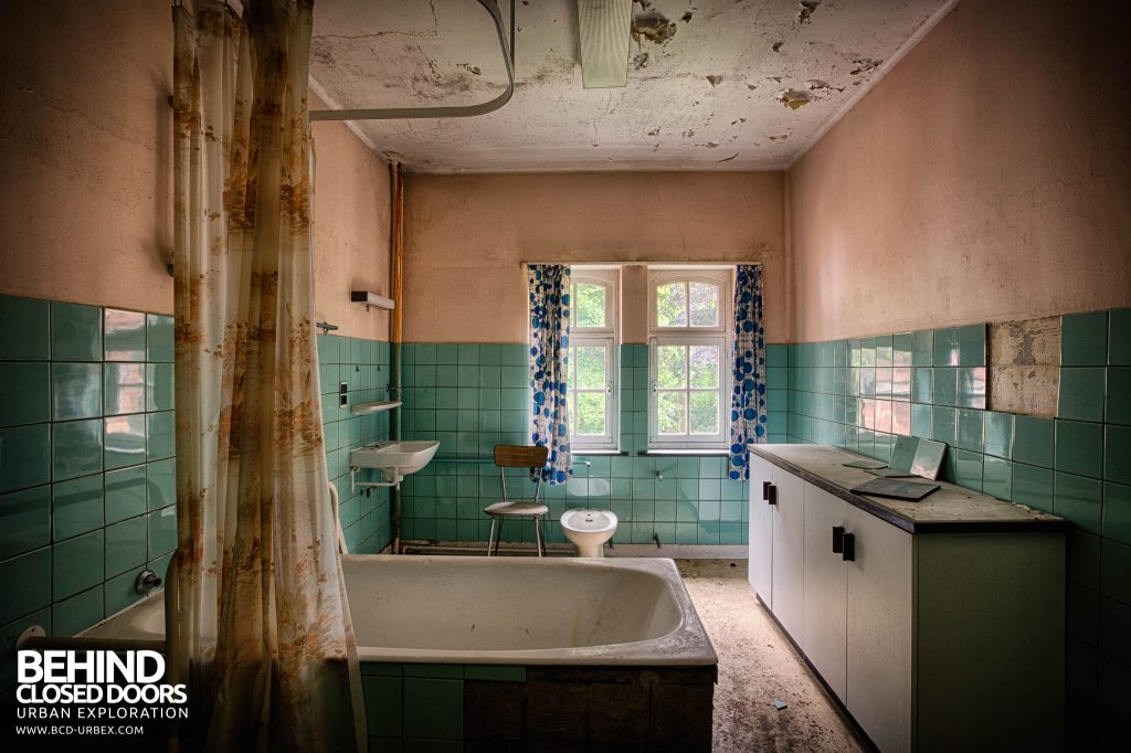 Salve Mater Psychiatric Hospital - Bathroom