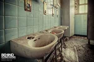 Easington Colliery Primary School - Sinks in a bathroom