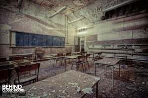 Easington Colliery Primary School - Wide view of classroom