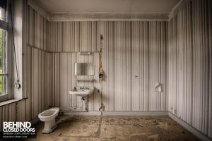 Hotel Thermale - A large bathroom