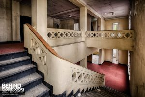 Hotel Thermale - Concrete staircase