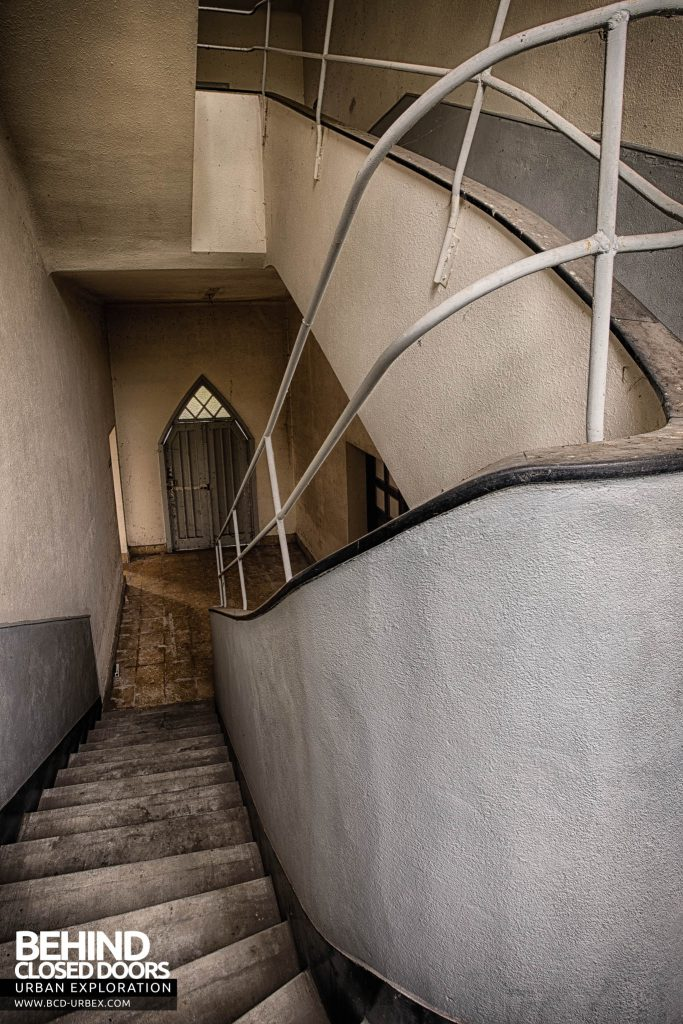 Hotel Thermale - Arched doorway viewed from staircase