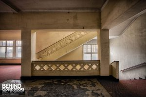 Hotel Thermale - Landing up the concrete staircase
