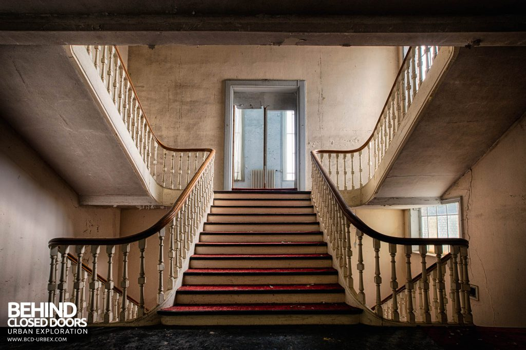 Hotel Thermale - View further up the main staircase