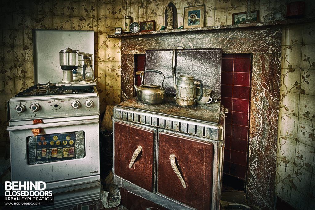 Maison Sweet Home - An old stove with a newer cooker