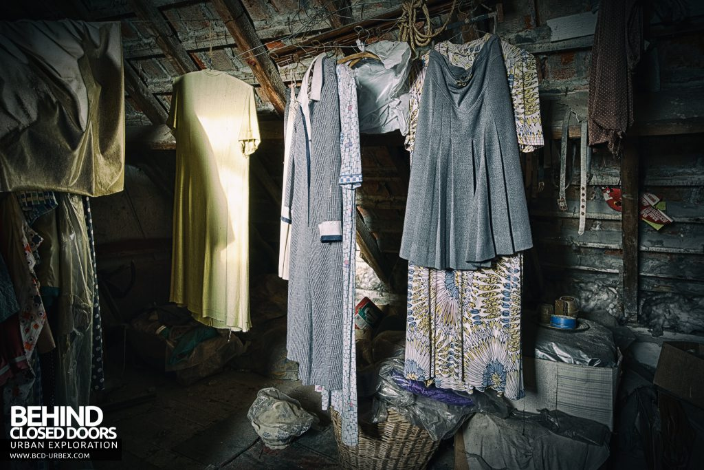 Maison Sweet Home - Clothes were hanging in the attic space