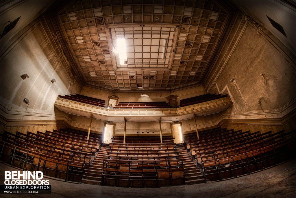 Pritzker Fac - Auditorium style lecture theatre