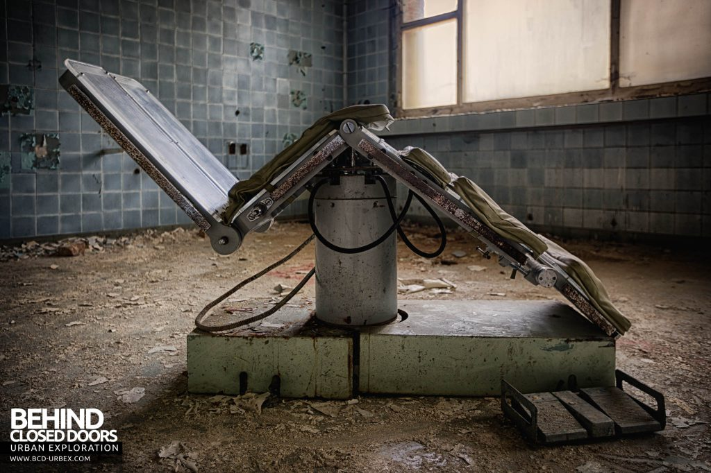 Blue Theatre Hospital - Side view of the operating chair