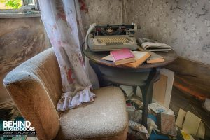 Dr Annas House and Surgery - Table with books and typewriter
