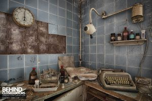 Dr Annas House and Surgery - Medical items and typewriter