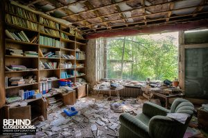 Dr Annas House and Surgery - The library